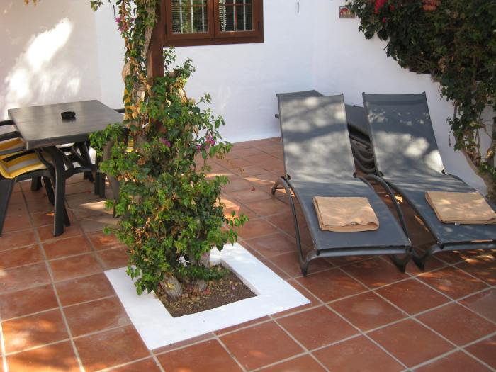 25) Patio has areas of sun and shade