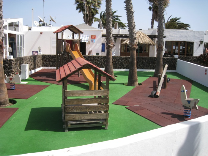30) Las Brisas Kid_s playground, shop in Background
